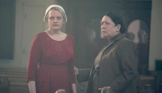 offred_and_aunt_lydia_handmaids_tale